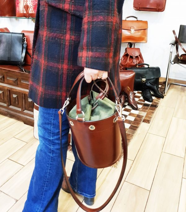 Borsa Secchiello in Cuoio con tracolla ed occhielli - Il Sellaio